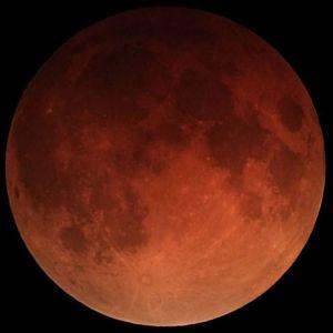 Lunar_eclipse_January_31_2018_California_Alfredo_Garcia_Jr_mideclipse
